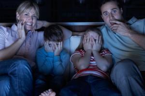 familie speriata de imagini de la televizor