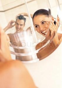 barbat si femeie in oglinda